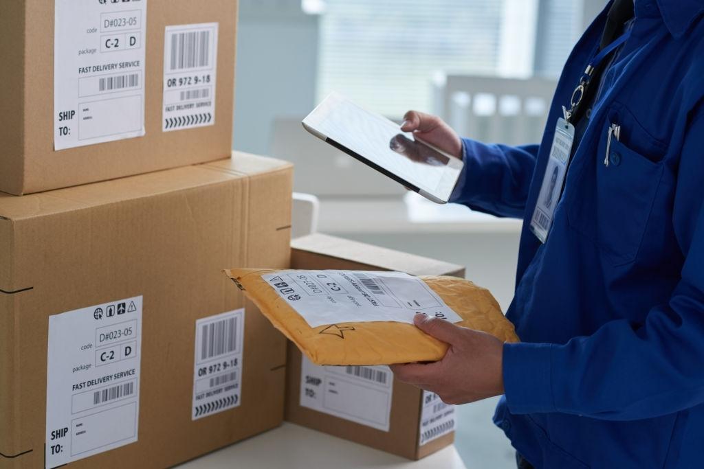 EMSVietnam đóng gói hàng hóa đúng quy định vận chuyển đi nước ngoài