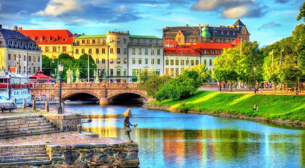 Chuyên nhận chuyển phát nhanh quà tết đi Thuỵ Điển nhanh chóng uy tín